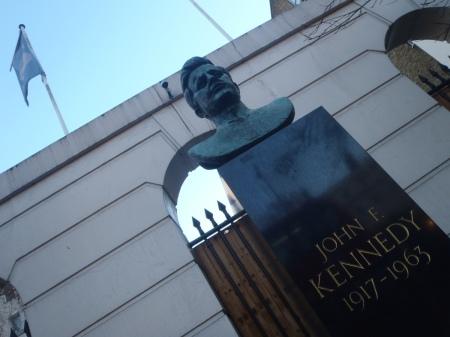 JFK STATUE LONDON
